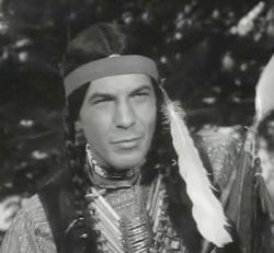 Leonard Nimoy, ici en Comanche, est un acteur américain connu pour son rôle Spock dans Star Trek